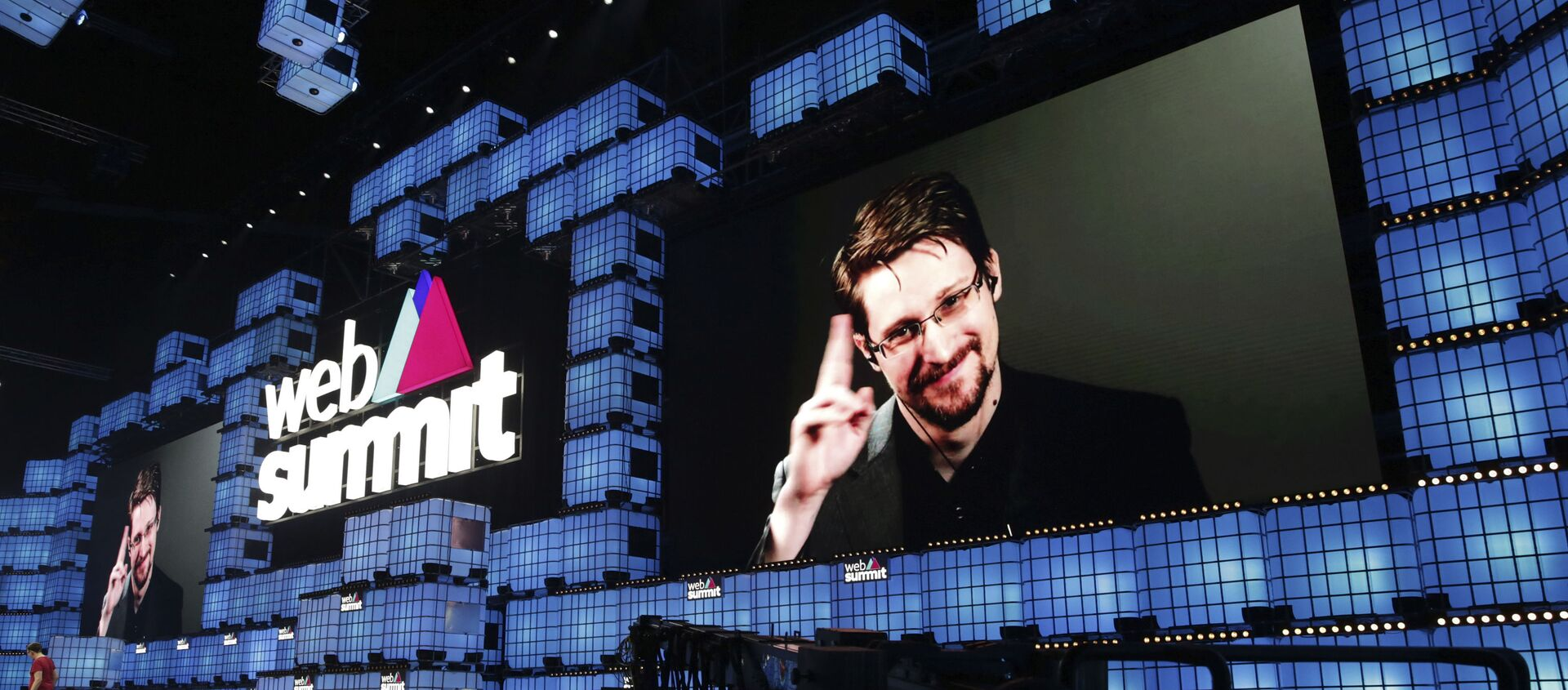 Former U.S. National Security Agency contractor Edward Snowden addresses attendees through video link at the Web Summit technology conference in Lisbon, Monday, Nov. 4, 2019. Snowden has been living in Russia to escape U.S. prosecution after leaking classified documents detailing government surveillance programs - Sputnik International, 1920