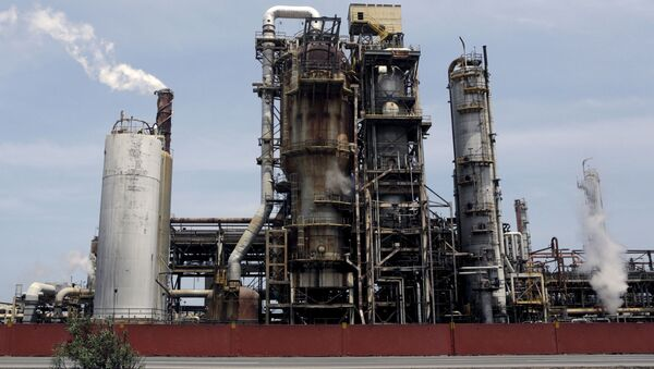 El Palito refinery which belongs to PDVSA is seen in Puerto Cabello, in the state of Carabobo, March 2, 2016. REUTERS/Marco Bello - Sputnik International