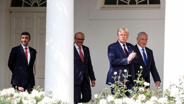 US President Donald Trump applauds as he arrives with United Arab Emirates (UAE) Foreign Minister Abdullah bin Zayed, Bahrain's Foreign Minister Abdullatif Al Zayani and Israel's Prime Minister Benjamin Netanyahu - Sputnik International