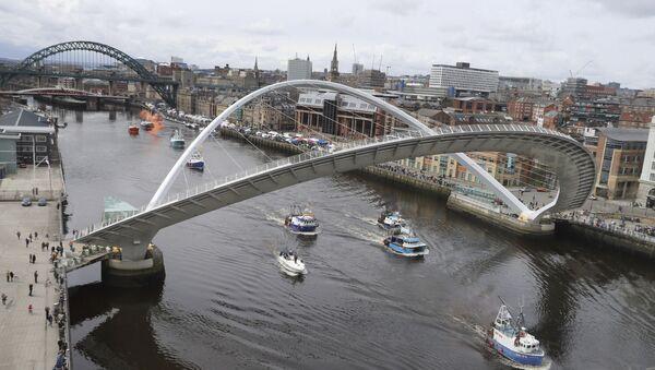 A flotilla of fishing boats sail by the Gateshead Millennium bridge - Sputnik International