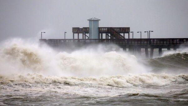 Waves crash along a pier as Hurricane Sally approaches in Gulf Shores, Alabama, U.S., September 15, 2020. - Sputnik International