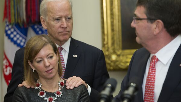 Vice President Joe Biden stands with Stephanie Carter, wife of incoming Defense Secretary Ash Carter, right, during Carter's swearing in ceremony,  Tuesday, Feb. 17, 2015, in the Roosevelt Room of the White House in Washington.  Carter, 60, is President Barack Obama's fourth secretary of defense. - Sputnik International