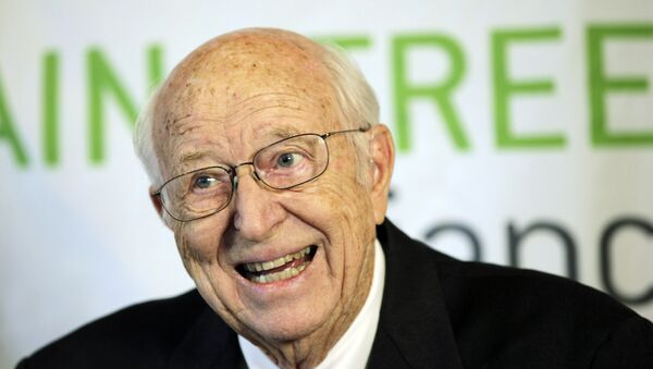 In this April 21, 2010 file photo, Bill Gates Sr. talks to reporters in Seattle. Gates, a lawyer and philanthropist and father of Microsoft co-founder Bill Gates, died Monday, Sept. 14, 2020, at age 94. - Sputnik International