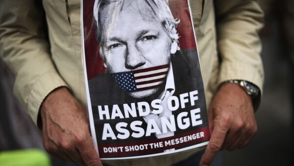 A man holds a photograph of WikiLeaks founder Julian Assange during a protest demanding the freedom of Assange in front of the UK embassy in Brussels, Monday, Sept. 7, 2020 - Sputnik International