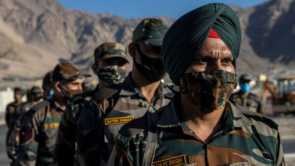 Indian soldiers stand in a formation after disembarking from a military transport plane at a forward airbase in Leh, in the Ladakh region, September 15, 2020 - Sputnik International