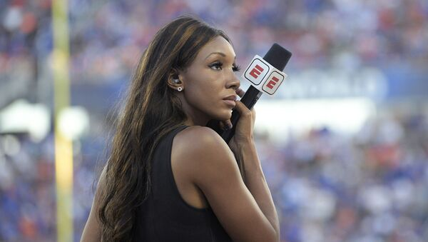 ESPN's Maria Taylor works from the sideline during the first half of an NCAA college football game between Miami and Florida Saturday, Aug. 24, 2019, in Orlando, Fla. - Sputnik International