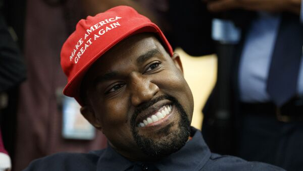 Rapper Kanye West smiles as he listens to a question from a reporter during a meeting in the Oval Office of the White House with President Donald Trump, 11 October 2018, in Washington. (AP Photo/Evan Vucci) - Sputnik International