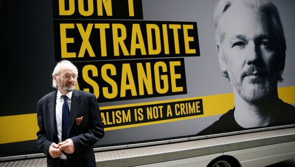 WikiLeaks founder Julian Assange's father John Shipton is seen outside the Old Bailey, the Central Criminal Court ahead of a hearing to decide whether Assange should be extradited to the United States, in London, Britain September 8, 2020. - Sputnik International