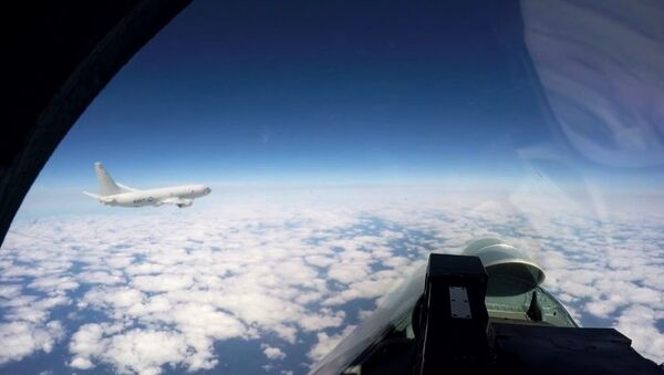 Russian fighter Su-27 escorts the US Navy base patrol aircraft P-8A Poseidon - Sputnik International