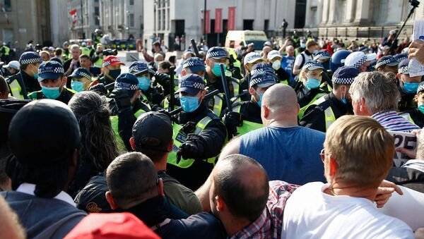 Demonstrators gather in Trafalgar Square to protest against the lockdown imposed by the Government after the outbreak of the coronavirus disease (COVID-19), in London, Britain, 19 September 2020. - Sputnik International