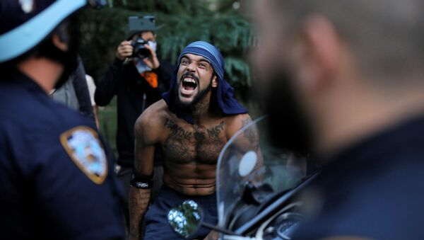 A person yells at members of the New York Police Department (NYPD) during an Abolish I.C.E. protest in Manhattan, New York City, U.S., September 18, 2020 - Sputnik International