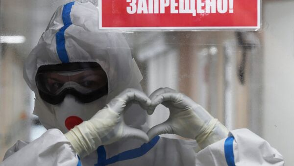 A medical worker in the red zone of the COVID-19 hospital at the Vishnevsky National Medical Research Center for Surgery in Moscow - Sputnik International