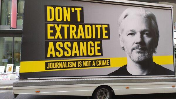 Julian Assange van on 22 September 2020 - Sputnik International