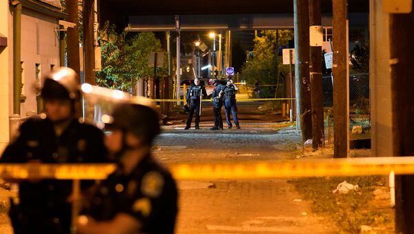 Police officers guard the location near where an officer was been shot, after protesters clashed with police after a grand jury considering the March killing of Breonna Taylor, a Black medical worker, in her home in Louisville, Kentucky, voted to indict one of three white police officers for wanton endangerment, in Louisville, Kentucky, U.S. September 23, 2020 - Sputnik International