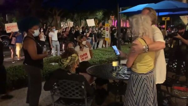 Protestors are now going restaurant by restaurant to chant at diners on Beach Dr. in St. Pete. A lot of diners yelled back, starting multiple confrontations - Sputnik International