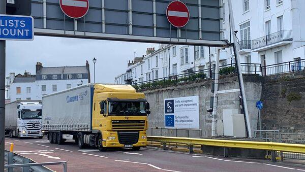 Drivers delivering to EU through Dover - Sputnik International