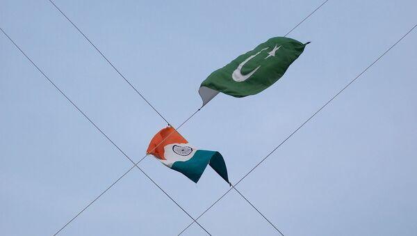Flags of India and Pakistan - Sputnik International