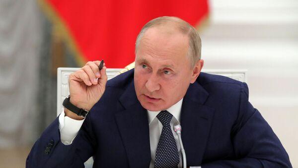 Russian President Vladimir Putin speaking to workers of the nuclear sector, September 23, 2020. - Sputnik International