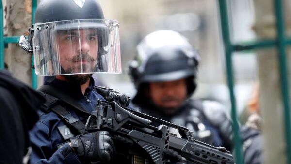 A police officer is seen at the scene of an incident near the former offices of French magazine Charlie Hebdo, in Paris, France, 25 September 2020 - Sputnik International