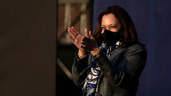 Democratic U.S. vice presidential nominee Senator Kamala Harris claps as she walks out for a campaign event in Detroit, Michigan, U.S., September 22, 2020.  - Sputnik International