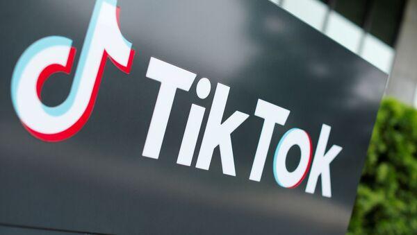 The TikTok logo is pictured outside the company's U.S. head office in Culver City, California, U.S., Sept. 15, 2020. - Sputnik International