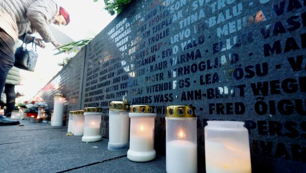 Candles are seen next to the names of victims during a ceremony to mark the 25th anniversary of a maritime disaster when MS Estonia, carrying 803 passengers and 186 crew, sank in the Baltic Sea, in Tallinn, Estonia September 28, 2019 - Sputnik International