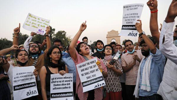 Demonstrators protest after the death of a rape victim, on Rajpath near India Gate, in New Delhi, India, September 30, 2020 - Sputnik International