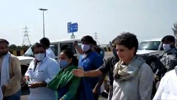 Shri Rahul Gandhi  and Smt.  Priyanka Gandhi 's cars stopped by Yogi's police at Yamuna Expressway - Sputnik International