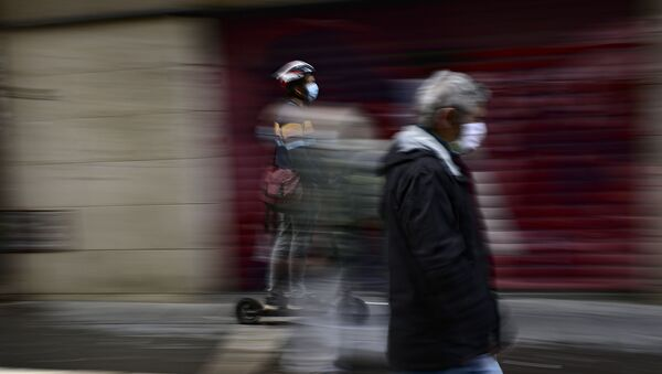A man using an e-scooter on the street - Sputnik International