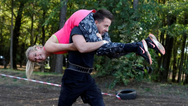 'Old Ball & Chain': Wife-Carrying Competition in Hungary - Sputnik International