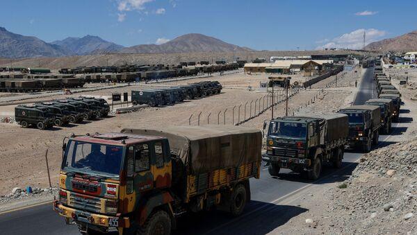 Military trucks carrying supplies move towards forward areas in the Ladakh region, September 15, 2020 - Sputnik International