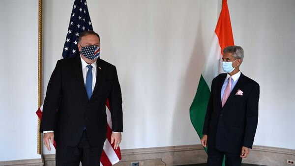 U.S. Secretary of State Mike Pompeo (L) and Indian Foreign Minister Subrahmanyam Jaishankar pose as they attend their meeting in Tokyo on October 6, 2020 ahead of the four Indo-Pacific nations' foreign ministers meeting. - Sputnik International