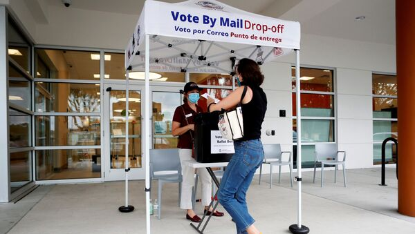 Katie Tricarico prepares to cast her mail-in voter ballot the last day of early voting for the U.S. presidential election at the C. Blythe Andrews, Jr. Public Library in East Tampa, Florida, U.S., August 16, 2020. - Sputnik International