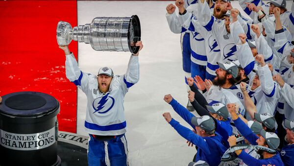 Oct 4, 2020; Tampa, Florida, USA; Tampa Bay Lightning player Steven Stamkos hoists the Stanley Cup as the team is congratulated by the Tampa Bay Buccaneers in the first quarter of a NFL game against the Los Angeles Chargers at Raymond James Stadium. Mandatory Credit: Kim Klement-USA TODAY Sports - Sputnik International