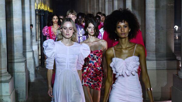 Elegance on Display: Most Beautiful Models During Paris Fashion Week - Sputnik International
