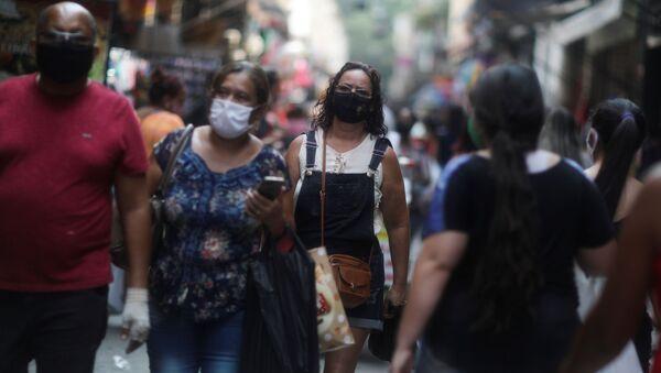People walk around the Saara street market, amid the outbreak of the coronavirus disease (COVID-19), in Rio de Janeiro, Brazil, October 7, 2020. - Sputnik International
