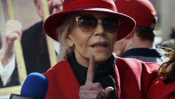 Two-time Oscar winner Jane Fonda, 82, leads her Fire Drill Fridays rally, calling for action to address climate change at Los Angeles City Hall Friday, Feb. 7, 2020. - Sputnik International