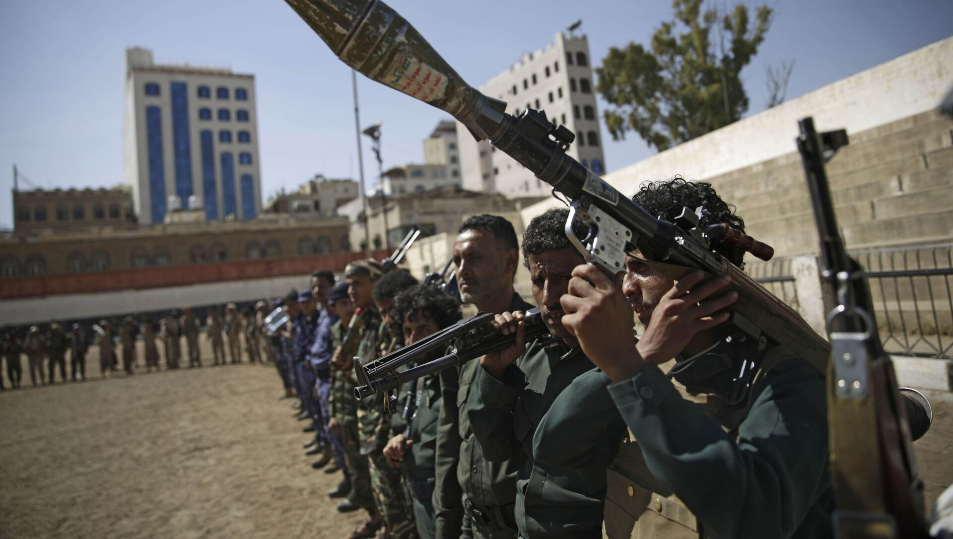 Houthi rebel fighters display their weapons during a gathering aimed at mobilizing more fighters for the Iranian-backed Houthi movement, in Sanaa, Yemen, Thursday, Feb. 20, 2020. The Houthi rebels control the capital, Sanaa, and much of the country's north, where most of the population lives. They are at war with a U.S.-backed, Saudi-led coalition fighting on behalf of the internationally recognized government. - Sputnik International, 1920, 24.07.2021