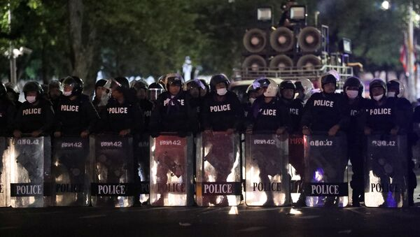 Polices officers take position near Government House during the 47th anniversary of the 1973 student uprising, in Bangkok, Thailand October 15, 2020. - Sputnik International