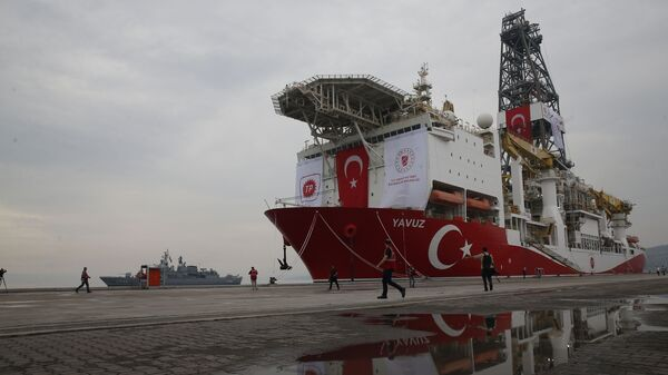 A Turkish Navy vessel patrols as the drilling ship 'Yavuz' to be dispatched to the Mediterranean, is docked at the port of Dilovasi, outside Istanbul,Thursday, June 20, 2019 - Sputnik International