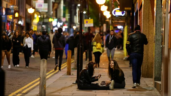 People walk and gather outside bars the night before a local lockdown amidst the spread of the coronavirus disease (COVID-19) in Liverpool, Britain 13 October 2020. - Sputnik International