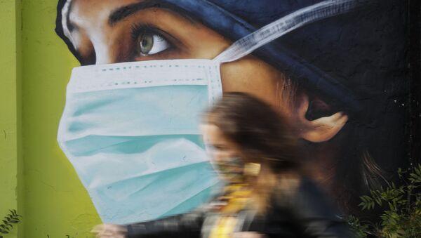 Граффити медсестры в Милане  - Sputnik International