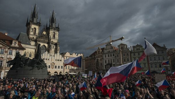 Hundreds of demonstrators, including football supporters, protest against the Czech government's new measures to slow the spread of the Covid-19 coronavirus in Prague on 18 October 2020. - Sputnik International