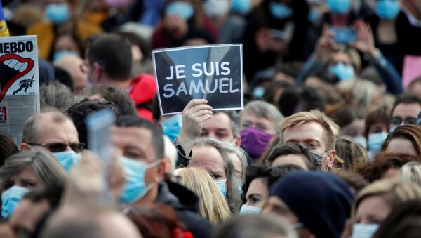 People gather at the Place de la Republique in Paris, to pay tribute to Samuel Paty, the French teacher who was beheaded on the streets of the Paris suburb of Conflans-Sainte-Honorine, France, October 18, 2020. - Sputnik International