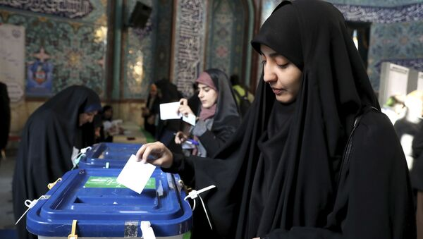 An Iranian woman casts her vote at a polling station in Tehran, Iran, Friday, 21 February 2020. - Sputnik International