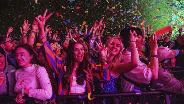 Festival goers attend the Coachella Music & Arts Festival at the Empire Polo Club on Saturday, 20 April 2019, in Indio, California, US. - Sputnik International