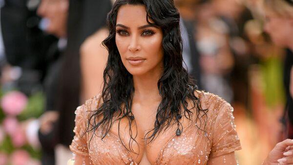 From Paris Hilton Stylist to American Media Phenomenon: Kim Kardashian Turns 40. - Sputnik International
