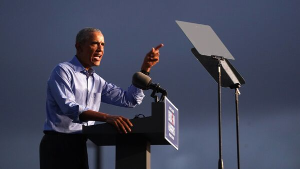 Former U.S. President Barack Obama gestures as he campaigns on behalf of Democratic presidential nominee and his former Vice President Joe Biden in Philadelphia, Pennsylvania, U.S., October 21, 2020. - Sputnik International