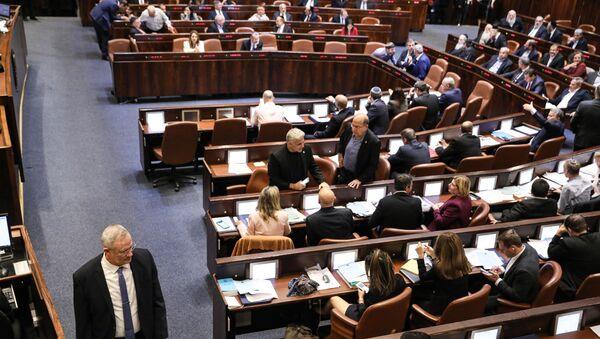 Israeli Kahol Lavan (Blue and White) political alliance leader Benny Gantz (L) walks during a session of the Knesset (Israeli parliament) in Jerusalem on December 11, 2019.  - Sputnik International