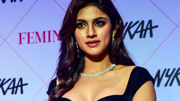 In this picture taken on February 18, 2020, Bollywood actress Sapna Pabbi poses for photographs as she arrives at the 'Nykaa Femina Beauty Awards 2020' in Mumbai - Sputnik International